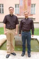 Sie freuen sich auf den Tag ihrer Priesterweihe: Andreas Seliger (links) und Sebastian Masella.