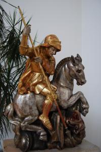 Kirche St. Georg Statue