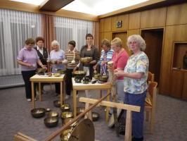 Der Frauenkreis bei einer Klangschalen-Meditation