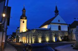 Pfarrkirche bei Nacht