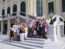 Auf der Treppe von Schloß Schönbrunn