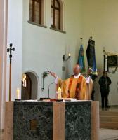 Der Priester beim Gebet in Orantenhaltung