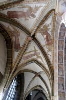 Erzengel- und Engelfresken (1440) über dem Hauptportal