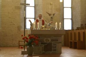 Pfr.Dennert bei der Messfeier in der Klosterkirche