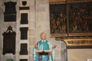 Geistl. Rat Veit Dennert bei der Predigt in der Nagelpkapelle des Doms