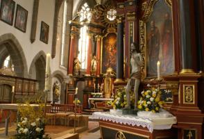 Auferstandener (um1440) mit Osterkerze und Blick in den Chor von St. Michael Neunkirchen/Br.