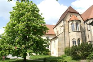 Kapitelbau vom Klostergarten aus