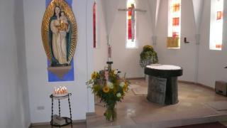 Maria Schutzfrau Bayerns Fiialkirche in Rosenbach, Pfarrei St. Michael/ St. Augustinus Neunkirchen a.Br. - Altarraum