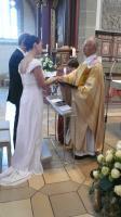 Stefan und Melanie spenden sich das hl. Sakrament der Ehe