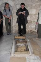 Verkündigung des Evangeliums vor dem Stein mit dem »Fußabdruck Jesu«