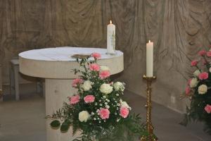 Jubiläumskerze am Altar