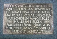 Bodenplatte zum Gedenken an die beim Hitlerputsch getöteten Polizisten