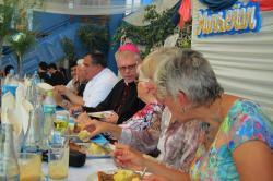 22.8.2017 festliches Mittagessen im Innenhof der Schule