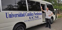 hp 20190522_144303Kurt Faulhaber am Bus der kath. Universität Nordestana am Beginn des Ausflugsnachmittags.jpg