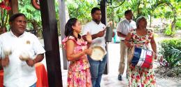 hp 20190522_150449musikalisches Willkommen in der Kakaoplantage.jpg