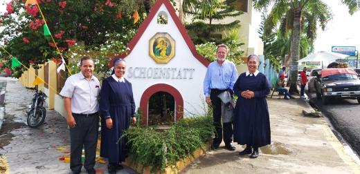 Besuch bei den Marienschwestern in Tenares mit P. Juan Alberto