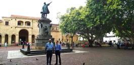 Kurt und José Luis vor der Kathedrale von Santo Domingo