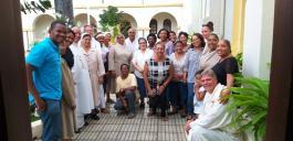 Gruppenfoto mit den Teilnehmern an der Abendmesse in der Kathedrale von Barahona