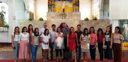 Nach der Taufe in der Kathedrale von Tandag