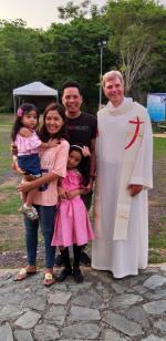 Nach der Heiligen Messe mit einer Familie