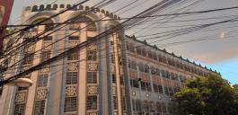 Kabelsalat vor schöner Fassade in der Altstadt von Cebu