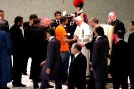 Fackellauf 2009 - die Fackel beim Papst